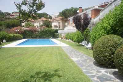 Elegant house in Costa Maresme with pool